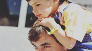 Carlos Sainz Jr. colgó esta imagen con su padre en Twitter.