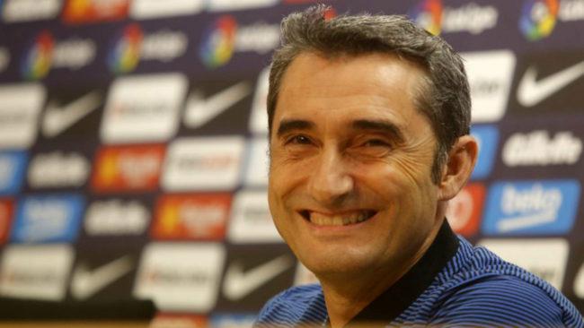 Valverde ríe en una rueda de prensa.