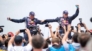 Carlos Sainz y Lucas Cruz (Peugeot), ganadores en coches