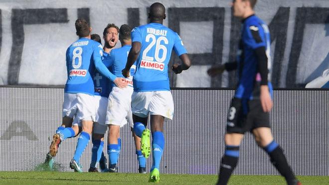El Nápoles celebra el gol de Mertens.