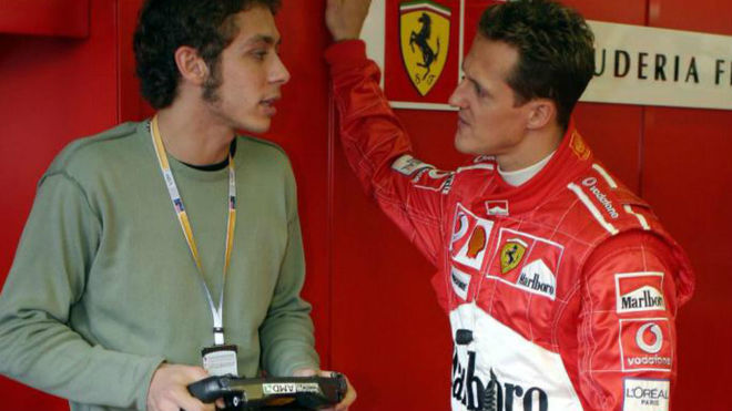 Rossi habla con Schumacher.