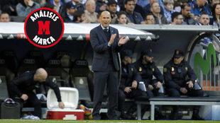 Zidane, animando a sus jugadores durante el partido ante el Deportivo.
