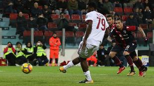 Kessié marca desde los 11 metros el 1-1 del Milan.