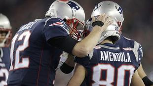Tom Brady y Danny Amendola festejan un touchdown.