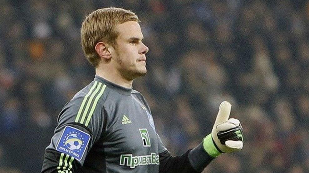 Maksym Koval durante un partido con el Dinamo de Kiev