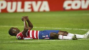 Adrián Ramos, en el suelo durante el partido ante el Zaragoza