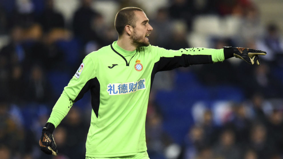 Pau López durante un partido con el Espanyol
