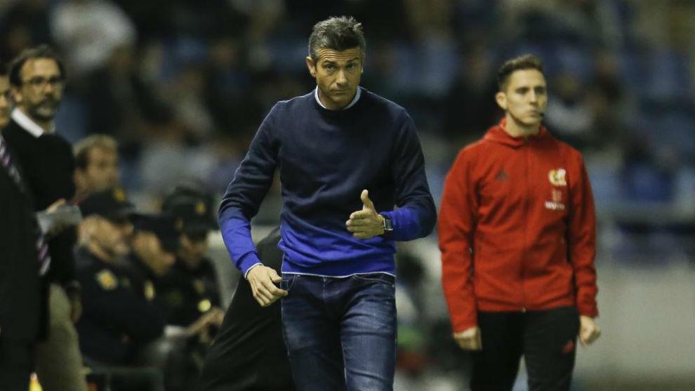 Martí, en la banda durante el partido de ayer.