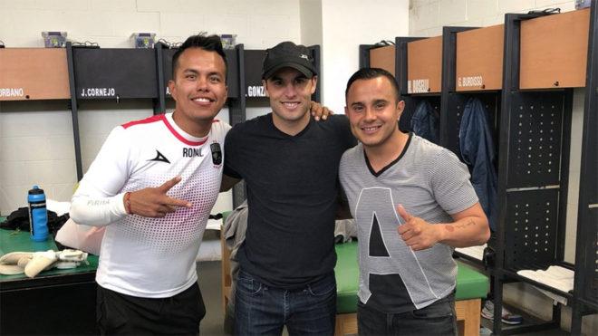 Donovan 'trolea' a Luis Montes en su primer día con León
