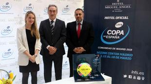 Nayra González, Javier Lozano y Salwan Auchi, en la presentación.