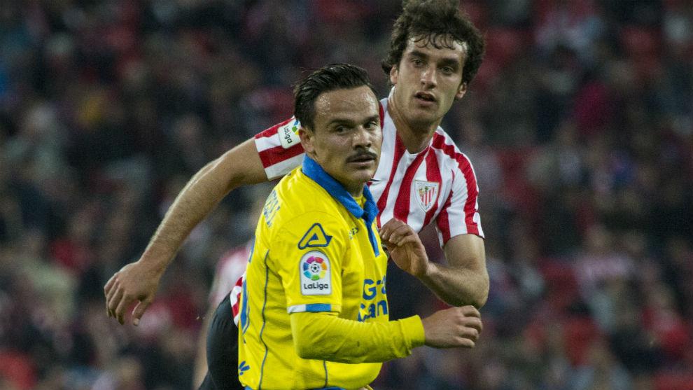 Roque Mesa (28) y Lekue (24), en un Athletic-Las Palmas.