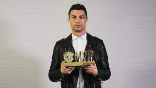 Entrega del premio MVP de Donqiudi a mejor Futbolista del Año 2017 a...