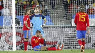 Puyol, Casillas, Piqué y Ramos, tras encajar el gol con el que Suiza...