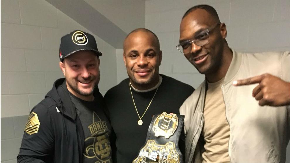 El técnico 'Crazy' Bob, Cormier y Frank Muñoz.