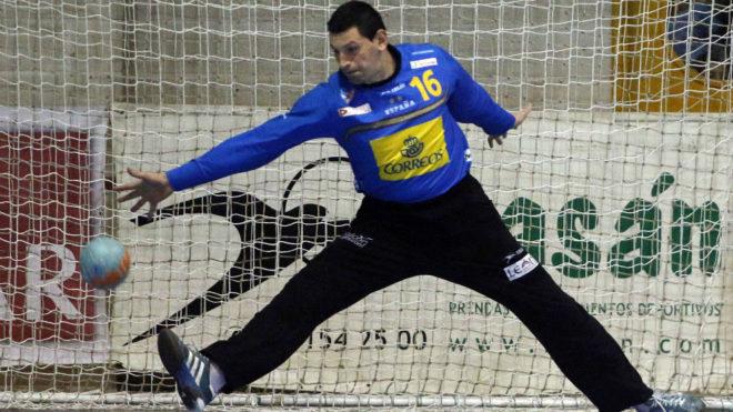 Sterbik, en un partido con España.