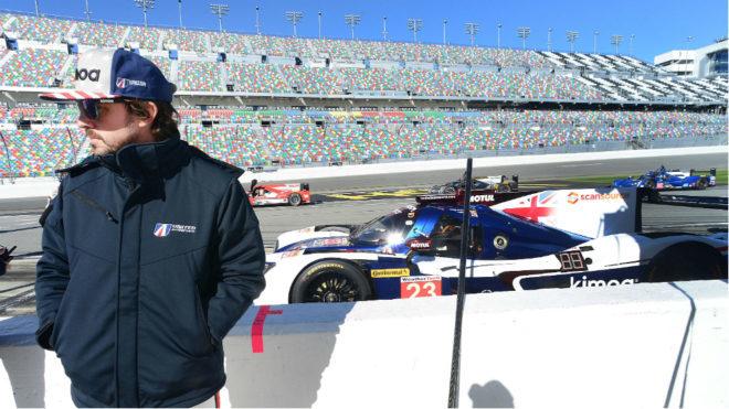 Fernando Alonso en el circuito de Daytona International Speedway con...