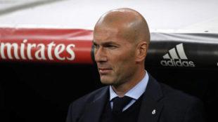 Zidane, en el banquillo del Real Madrid.