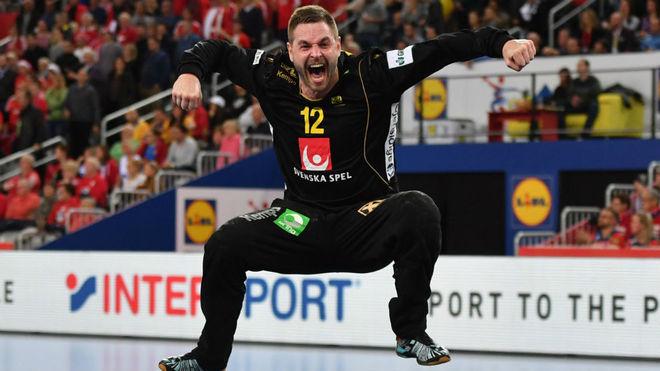 El portero sueco Palicka celebra la clasificación para la final.