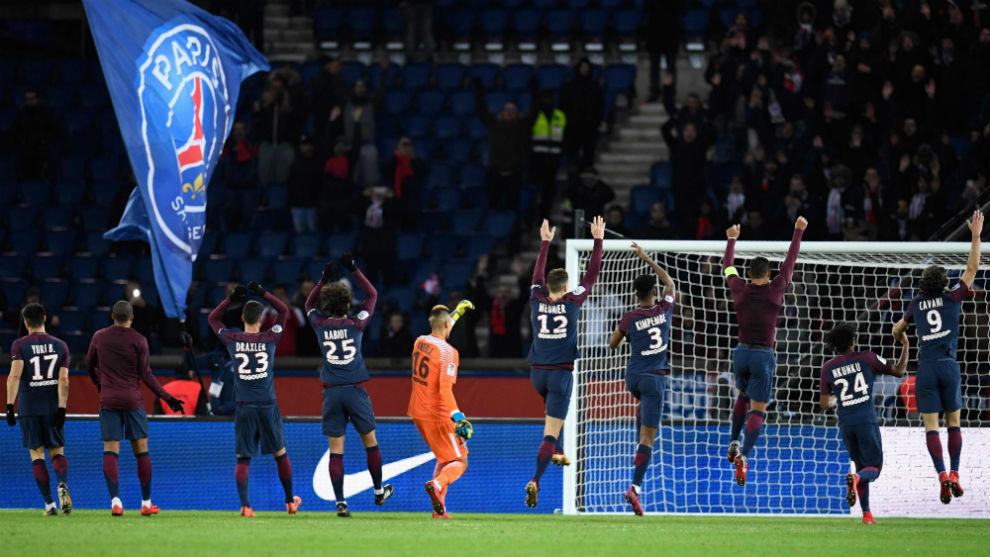 Los jugadores del PSG celebran la victoria por 8-0 sobre el Dijon.