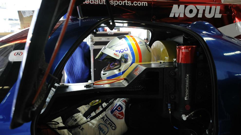 Fernando Alonso en el coche del equipo United Autosports.
