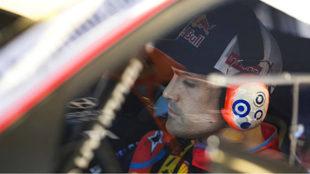 El piloto de Hyundai, en el habitáculo de su i20 Coupé.