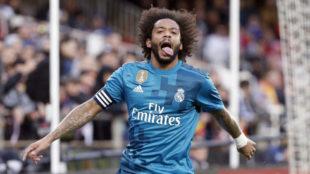 Marcelo celebra su gol en Mestalla.