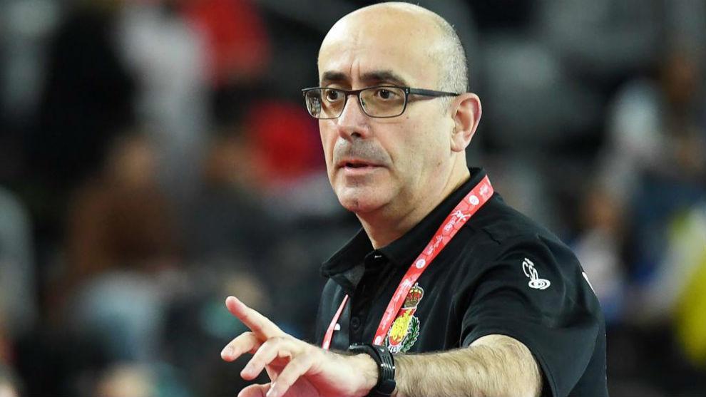 Jordi Ribera, dando instrucciones durante un partido