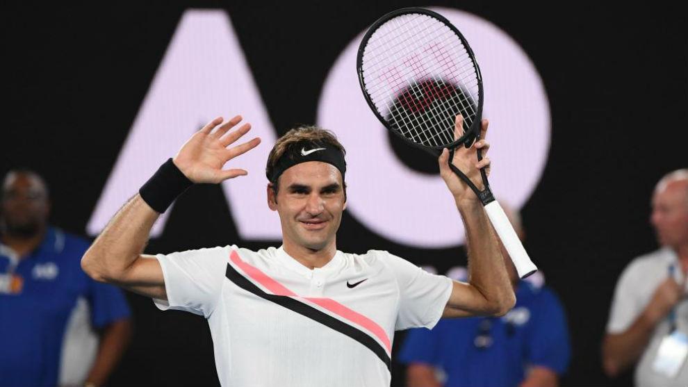 Federer levanta los brazos