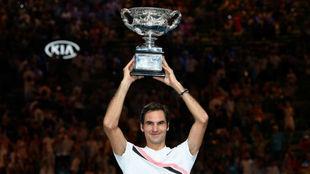 Federer levanta la Challenge Cup