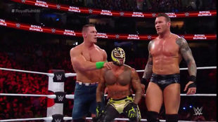 Rey Mysterio se unió momentáneamente a Cena y Orton.