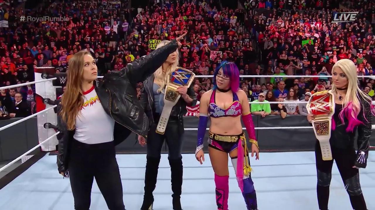 Ronda Rousey debutando en la WWE y apuntando directamente al...