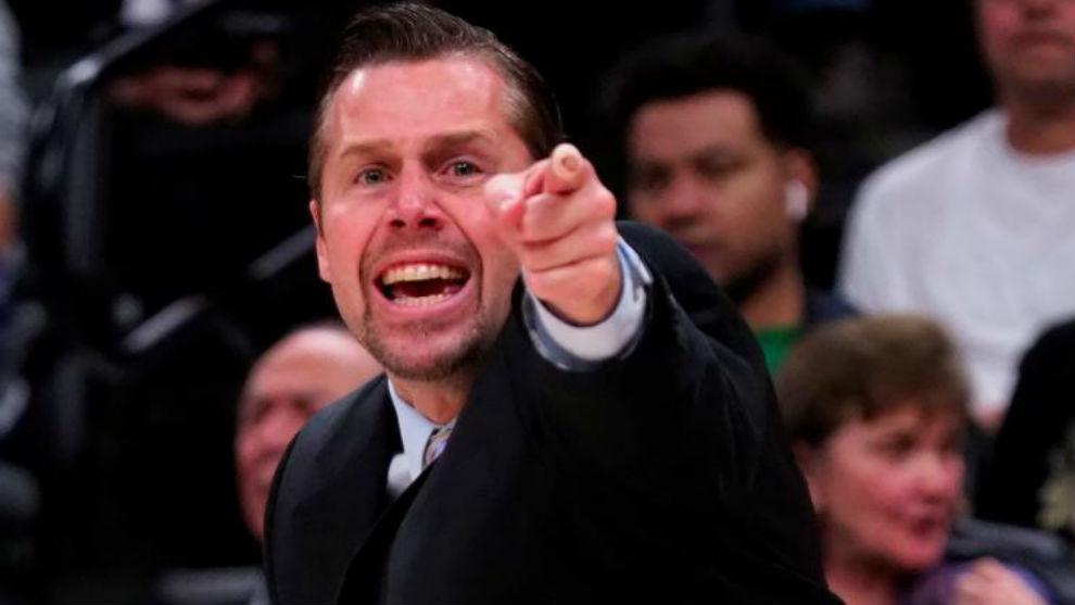 Dave Joerger dirigiendo un partido de los Sacramento Kings