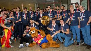 Los componentes del equipo nacional, a su llegada a Barajas.