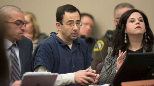 Larry Nassar durante una sesión de su juicio por abusos sexuales,