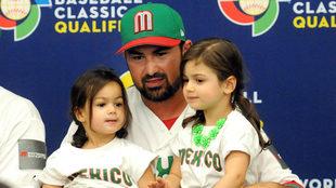 Adrián González es una de las principales figuras del béisbol en...