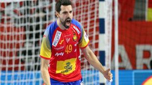 Ferran Solé celebra un gol frente a Alemania.