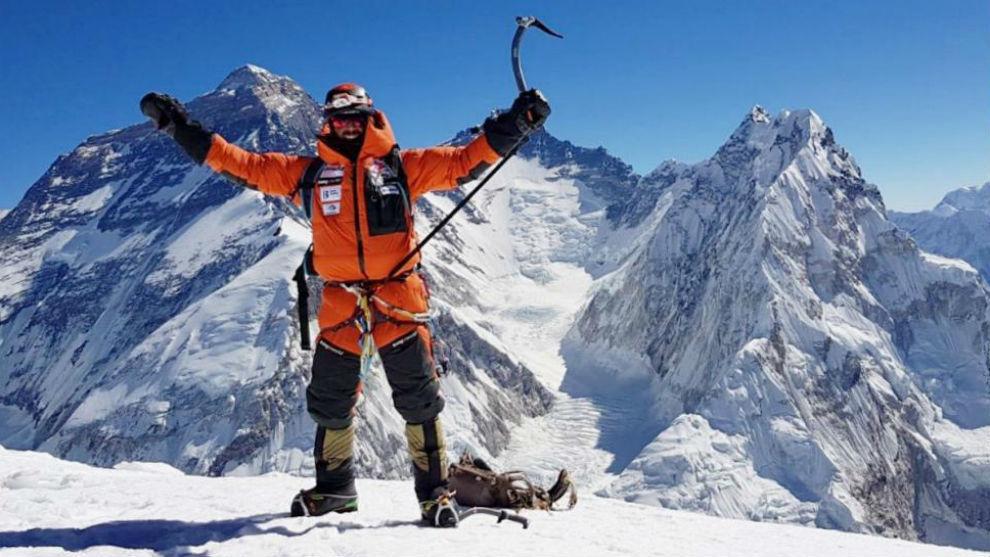 Alex Txikon, en la cima del Pumori.