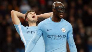 Stones y Mangala durante un partido con el Manchester City