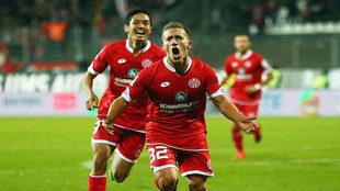 De Blasis celebra un gol con el Mainz.