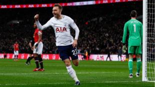 Eriksen celebra su gol al United