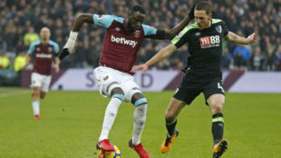 Kouyate, uno de los juagdores africanos del West Ham durante un...
