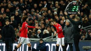 Mourinho retiró a Fellaini en apenas siete minutos