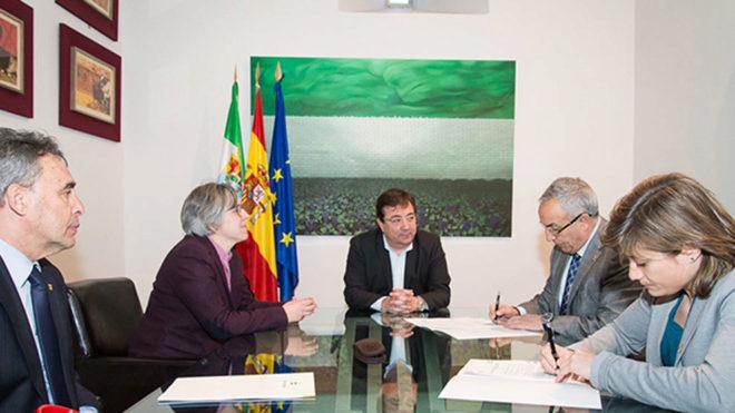 Guillermo Fernández Vara, Alejandro Blanco y Conchi Bellorín durante...