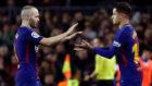 Coutinho suple a Iniesta en su debut con el Barça