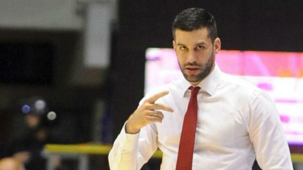 Dusan Alimpijevic, entrenador del Estrella Roja