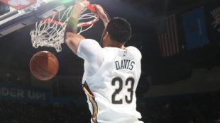 Davis machaca el aro de los Thunder