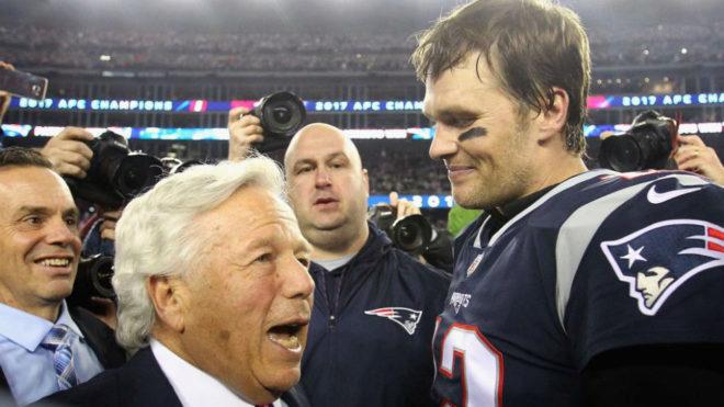 Kraft y Brady tras la Super Bowl del año pasado.
