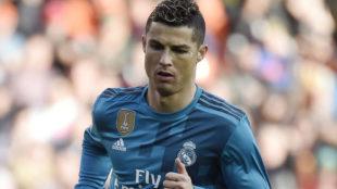Cristiano corre a celebrar un gol marcado la semana pasada en...