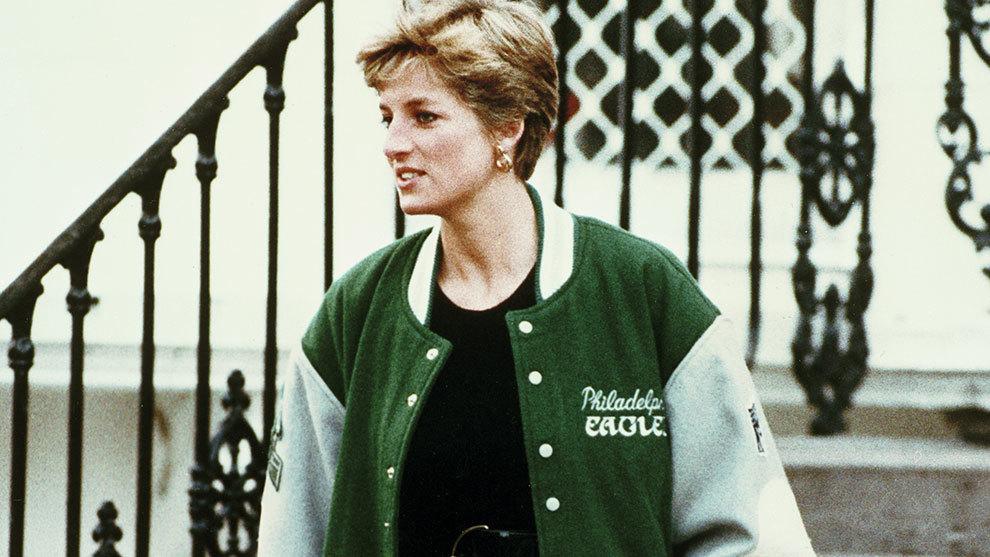 La Princesa Diana con una chamarra de los Eagles.
