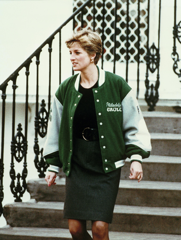 La Princesa Diana con una chamarra de los Eagles de Filadelfia.